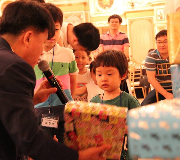 Gift for employees' children at FORCS 22nd Anniversary