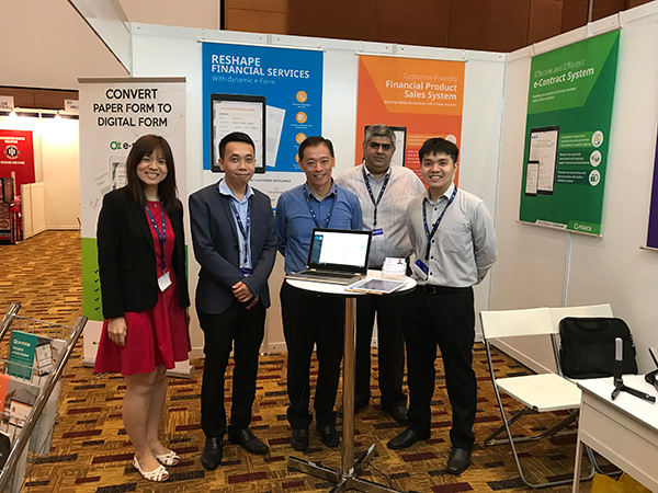 Group photo at Malaysia FinTech Expo 2018