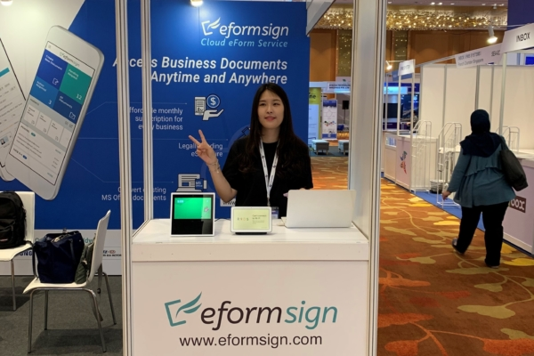 Clara, FORCS Engineer, managing eformsign booth