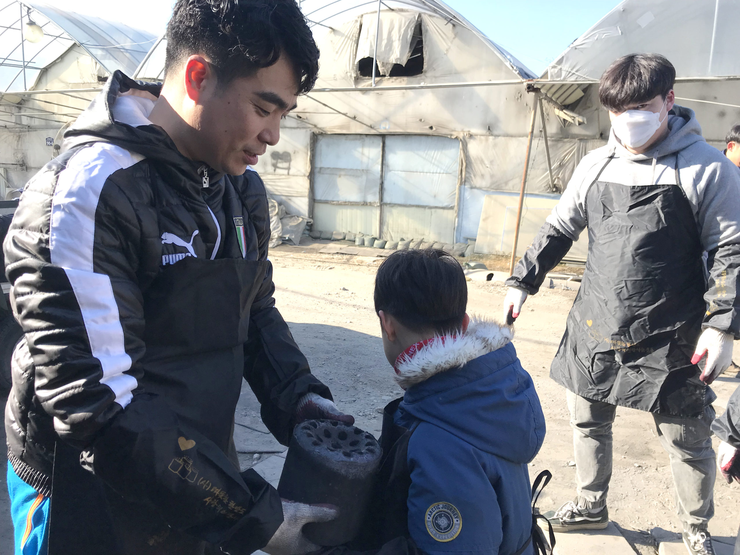 Delivering briquettes